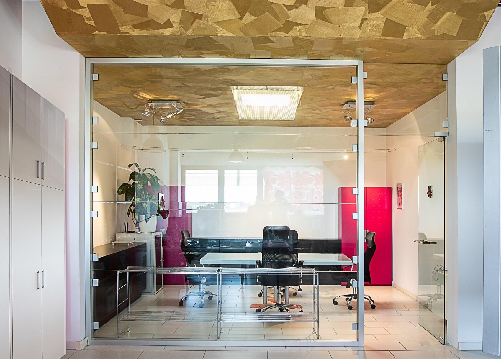 il soffitto dorato della sala riunioni